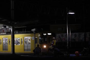 2012年8月23日、西所沢、2番ホームの夜間作業風景。