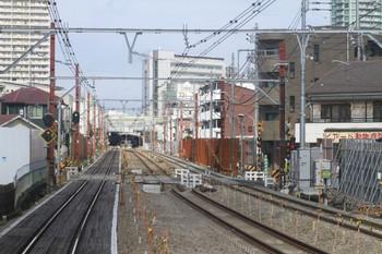 2012年9月9日、石神井公園~大泉学園駅、下り列車から撮影。中央が大泉高校近くの踏み切り。