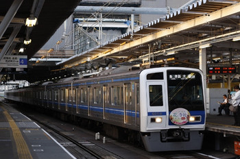 2012年9月27日、所沢、花と寺社スタンプラリーHM付き6104Fの6554レ。