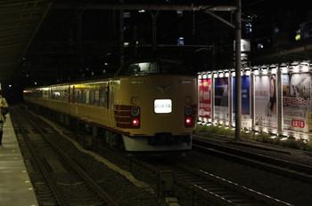 2012年10月25日、高田馬場、池袋方面へ向かう国鉄色183系または189系の試運転列車。