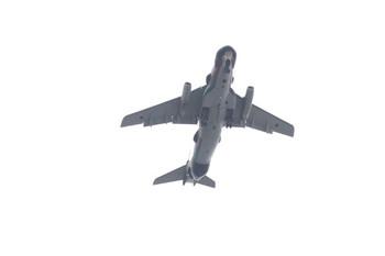2012年11月19日 10時20分ころ、西所沢~小手指駅間の上空を飛ぶ航空機を下から撮影。