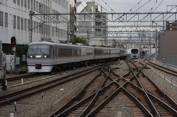 2012年11月17日 8時55分ころ、池袋、1・2番ホームへ到着する10110Fの上り回送列車。