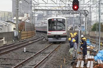2012年11月19日、練馬高野台、発車した6569レ(30M運用)の東急 4105F。