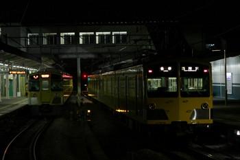 2012年11月24日、西所沢、右が到着する281F+285Fの6184レ。左は6183レの2531F。