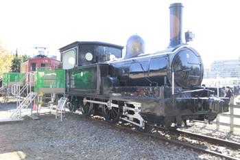 2012年11月25日、イベントで展示中の5号蒸気機関車とE11形。