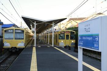 2012年11月27日、下山口、左が1番ホームの281F+285Fの6109レ、右が2番ホームの2531Fの6108レ。