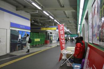 2012年11月27日 19時半頃、所沢、南側自由通路の西側から廃止された改札口を撮影。