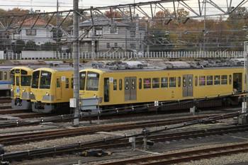 2012年12月4日 14時ころ、小手指車両基地、263Fと295Fが並んでいます。