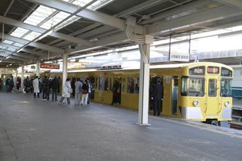 2012年12月2日 7時35分ころ、西所沢、満員で発車を待つ2531Fの6113レ。