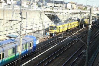 2012年12月2日 9時ころ、新秋津、左が38114F、上が263F、右奥にEF65-2117。