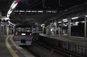 2012年12月13日 20時59分ころ、萩山、通過する10104Fの上り回送列車。