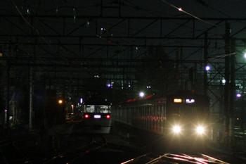 2012年12月14日 21時26分ころ、上石神井、左が引上げ線に入った10108Fの回送列車。右は6102Fの2383レ。