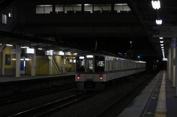 2012年12月21日 21時50分ころ、仏子、中線に停車中の4009Fの下り回送列車。