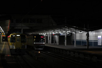 2012年12月24日 19時10分ころ、西所沢、右がメトロ10013Fの下り回送列車。