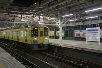 2012年12月30日、石神井公園、下りホームの駅名標に「SI10」はまだなし。