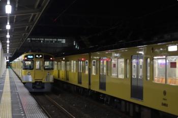 2020年12月3日。仏子。左は2463F+2089Fの3102レ、右が2465F+2071Fの飯能〜仏子〜飯能間の回送列車。