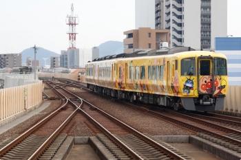 2020年12月10日。高知。アンパンマン列車の2804ほか3連の岡山ゆき特急 南風14号。