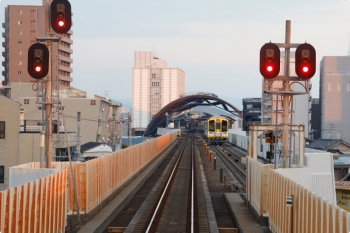 2020年12月10日。高知。伊野ゆき車内から見た高知駅。安芸から乗ってきた9640-10は駅西側の引き上げ線にいました。