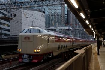 2020年12月10日 7時6分ころ。有楽町。終着の東京駅へあと一歩のサンライズ瀬戸・出雲の5032M。