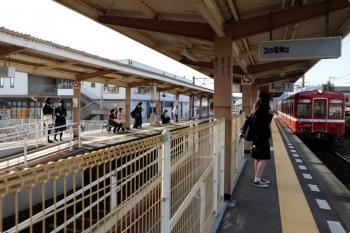 2020年12月11日 14時20分ころ。一宮。琴平からやって来た1082+1081の高松築港ゆき。京急塗装です。