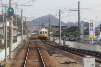 2020年12月11日 14時21分ころ。一宮。高松方の分岐器は遠方にあり、右端の線路は折り返し列車が入る線です。