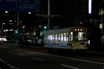 2020年12月11日 20時16分ころ。高知橋〜高知駅。1002の高知駅ゆき。