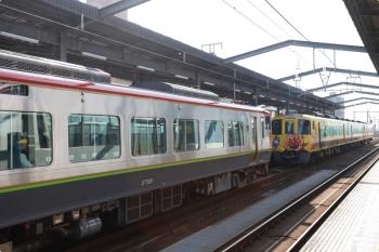 2020年12月11日 11時44分ころ。宇多津。2702ほか3連のアンパンマン列車の高知ゆき南風7号が先発。左の2758ほかは反対方向へ向かう徳島ゆき。