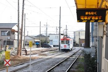 2020年12月12日 10時0分頃。後免東町。後免町の周囲には電留線がありました。「まもなく電車がきます」は5分ほど点いてた気がしますが、奥の621のごめんゆきと入れ代わりに210の鏡川橋ゆき?がやって来ました。
