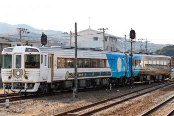 2020年12月12日 12時49分頃。伊野。発車した、国鉄185系改造の「志国土佐 時代(トキ)の夜明けのものがたり」列車。