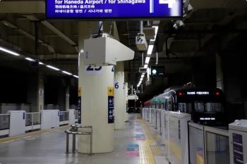 2020年12月12日 20時50分ころ。京急蒲田。発車した印旛日本医大ゆきの快速特急。車両は住宅・都市整備公団9100形。