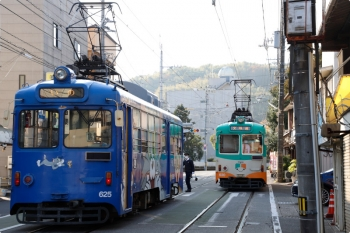 2020年12月12日 15時1分頃。朝倉(大学前)。左が いのゆきの625、右が630の文殊通ゆき。