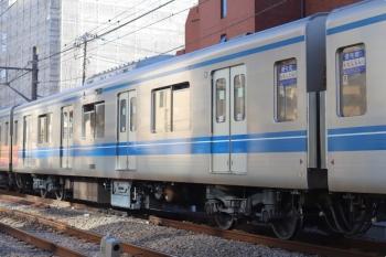 2020年12月15日。高田馬場〜下落合。台車がピカピカで空気圧縮装置が新型の20908。