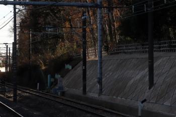 2020年12月26日。秋津〜所沢。上り列車の車内から。右端がJR連絡線。