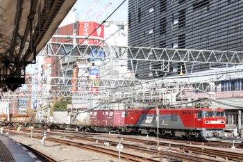 2020年12月27日 11時54分頃。新宿。通過するEH500-53牽引の3086レ。