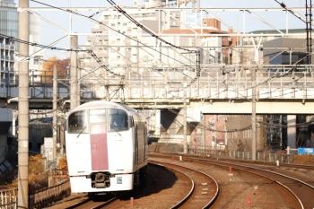 2020年12月29日 8時23分頃。五反田。215系の3454M「おはようライナー新宿 24号」。