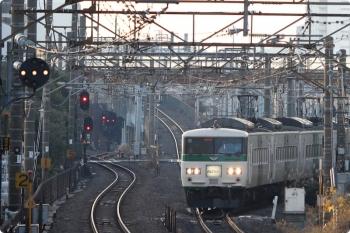 2020年12月29日 7時22分頃。武蔵小杉。185系の3452M「おはようライナー新宿 22号」。