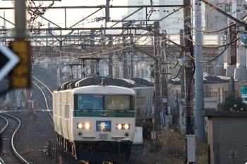 2020年12月29日 7時33分頃。武蔵小杉。185系の3722M「湘南ライナー 2号」。