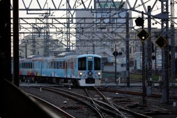 2020年12月29日 15時44分頃。所沢。池袋線・飯能方から新宿線・上りの2番ホームへ進む4009F。