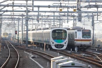 2020年12月30日。石神井公園。右から、61S運用で6番線で折り返し待ちのメトロ7010F、5番線で折り返しの30000系(左)、メトロ10000系の6508レ、N2000系の2149レ。