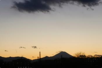 2020年12月31日 17時頃。東久留米〜清瀬。西武池袋線の車内から見られた富士山。