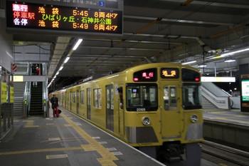 2013年1月1日、所沢、発車した2069Fの2102レ。