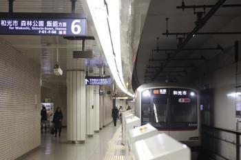 2013年2月22日、池袋、702S列車の東急 5159F。