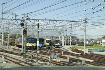 2013年4月7日 9時35分頃、保谷、下り列車から撮影した電留線。右端が東急5174F。