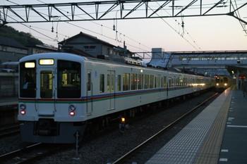 2013年4月13日、仏子、中線に停車中の4011F+4001Fの下り回送列車。