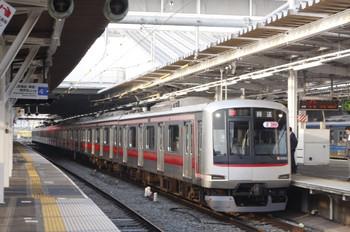 2013年5月14日 5時47分頃、所沢、東急5162Fの上り回送列車(00K運用)。