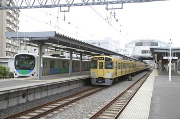 2013年5月18日、東長崎、中央が通過する2063Fの2104レ。