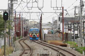 2013年6月17日、大泉学園、右が工事中の高架橋の立ち上がり部分。左は3011Fの4307レ。