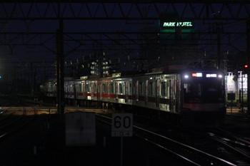 2013年7月12日 19時30分頃、所沢、電留線から3番ホームへ進む4802レ用の77S運用・東急 4102F。
