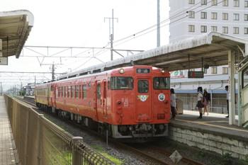 2013年8月18日、岡本、キハ40系2連の328D列車。