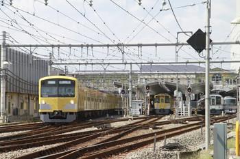 2013年9月21日、飯能、左から、1番ホームから発車した3001Fの臨時 高麗ゆき、2・3番ホームで発車を待つ2077Fの5106レ、(<-飯能)4003F+4023Fの5025レ、10109Fの24レ。